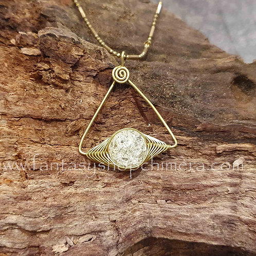 crackled crystal brass triangle rock mountain bergkristal copper wire jewellery boho bohemian sieraden hanger collier