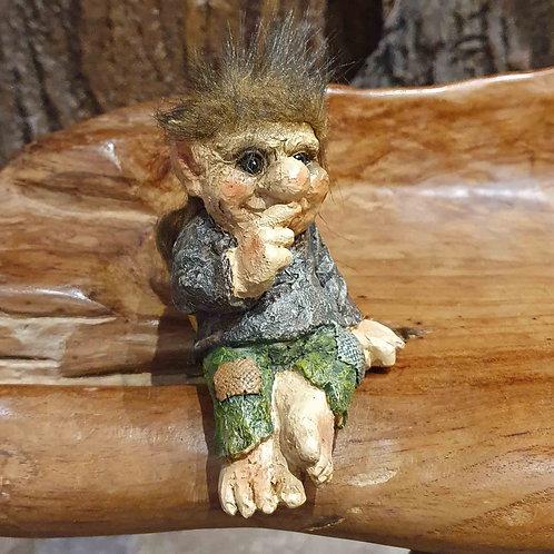 troll edge sitter shelf figurine trol plankzitter over het randje beeldje