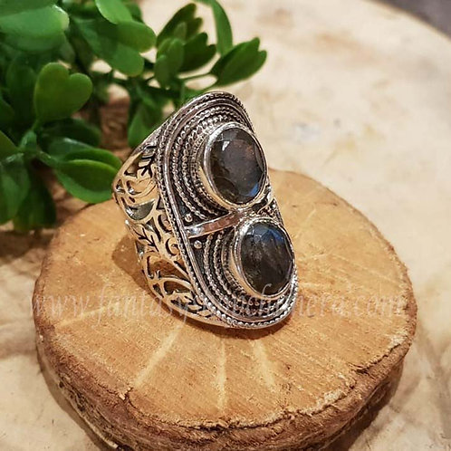 Labradorite labradoriet laboriet silver ring jewellery jewelry shop amsterdam zwarte ring gothic sieraden zilver winkel