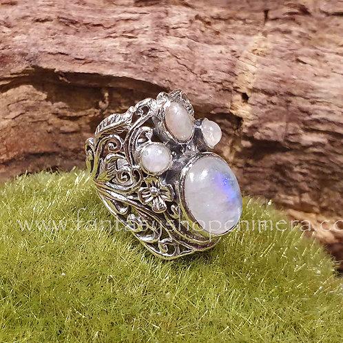 Rainbow moonstone silver fantasy ring adjustable in size verstelbare groote zilveren ring met regenboogmaansteen