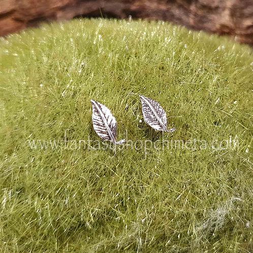 Tiny leaf earrings ear studs oorstekers blaadjes bladvormig zilver