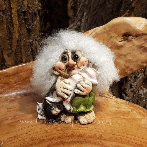 troll with cats nyform original norwegian noorse trollen trollenwinkel trollenvrouwtje met katten