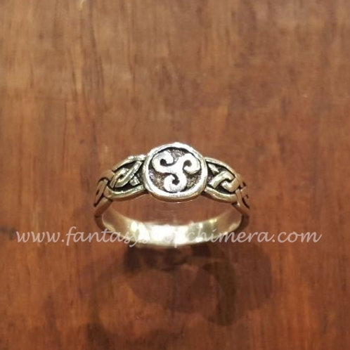 Celtic Triskel ring