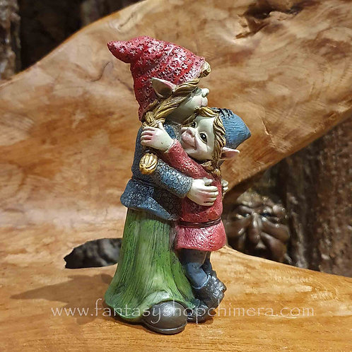 pixie mother hugging child moeder knuffelt kind kabouter gnome poortvliet