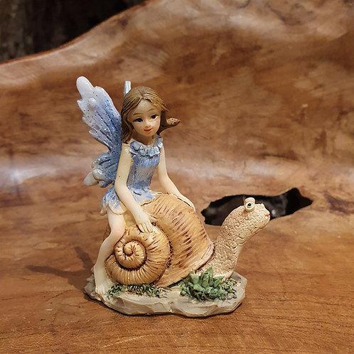 fairy on snail elfje op een slakje beeldje figurine