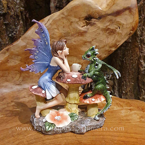 Tea time fairy dragon figurine elfje met draak theedrinkend fee beeldje