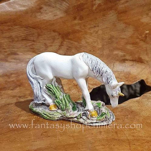 Grazing unicorn eenhoorn beeldje figurine fantasy shop cadeauwinkel amsterdam
