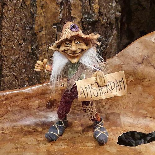 Mylo Hitchhiking Duende