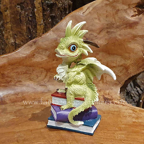 fedrick dragon pile books figurine beeldje draakje hanenkam boeken stapel