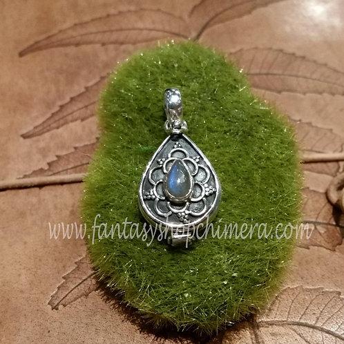 Labradorite locket pendant