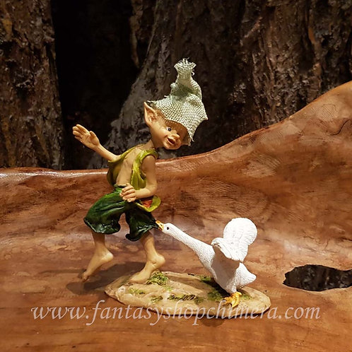 bruce the goose pixie met gans beeldje kabouter gnome