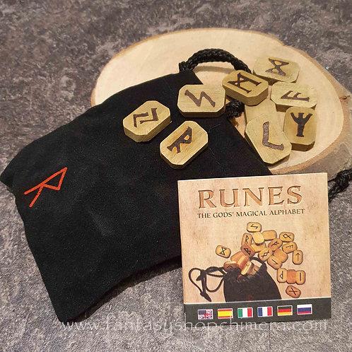 Wooden oak rune set fortune telling predicting magical magische rune set eikenhout voorspellen toekomst lezen