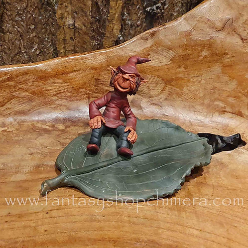 pixie leaf ceramic decoration ornament figurine gnome keramiek kabouter handgeboetseerd