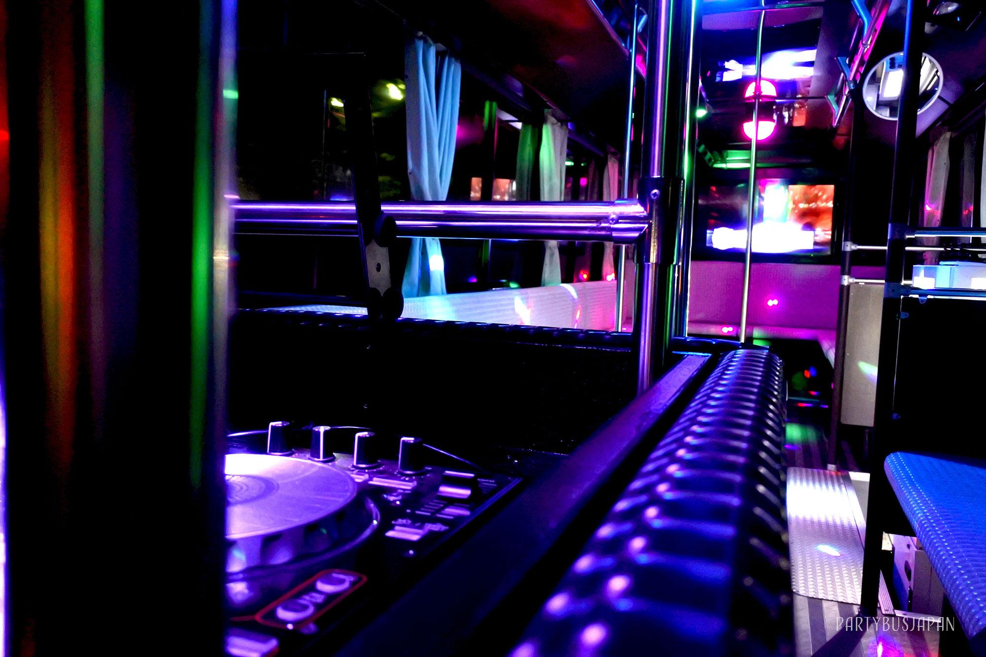 パーティーバス室内