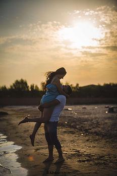 beach-couple-dawn-1463563.jpg