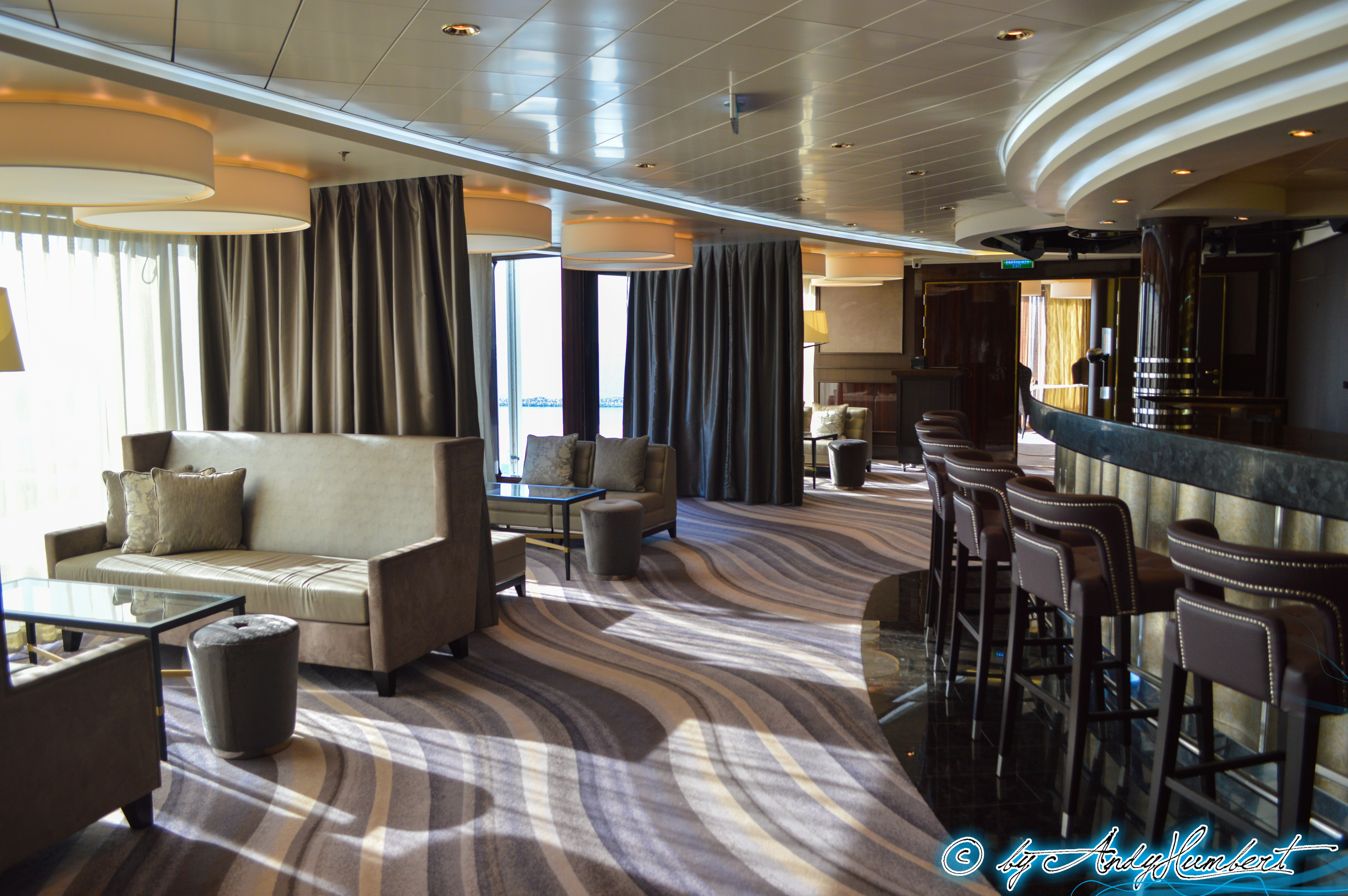 The Epic Club Lounge (pont 16)