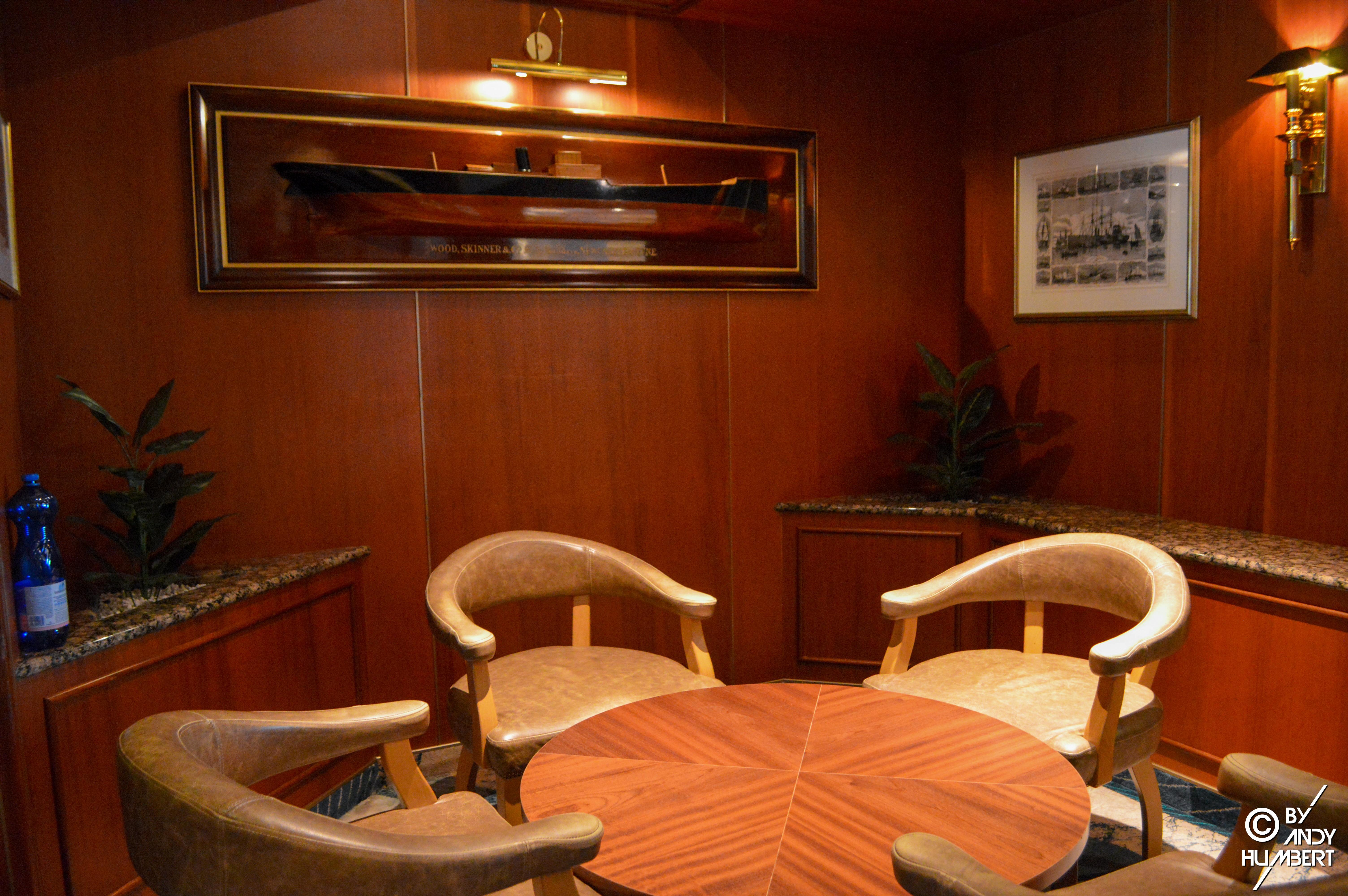 Yacht & Compass (pont 7)