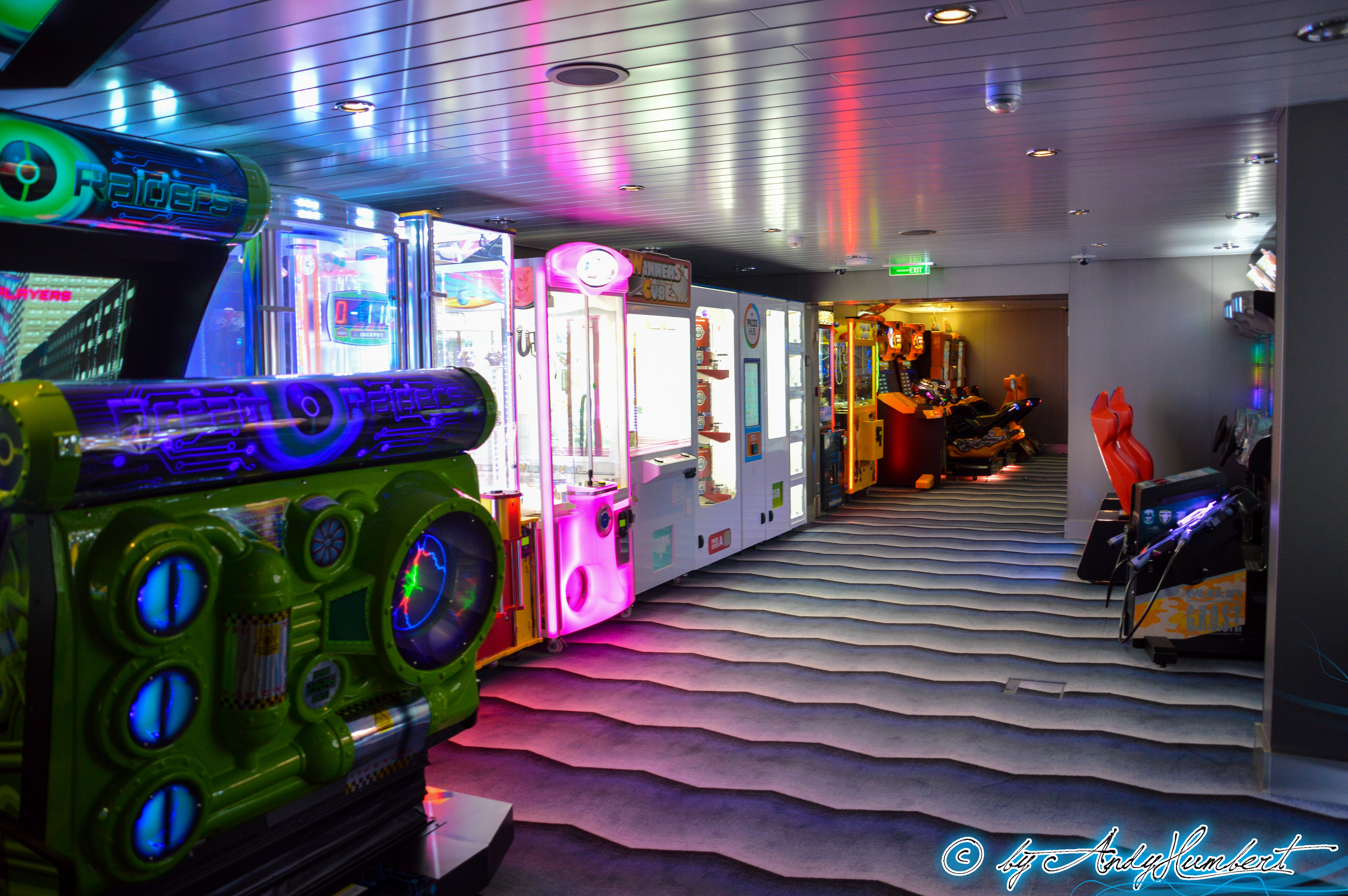 Arcade Gaming Area (pont 15)