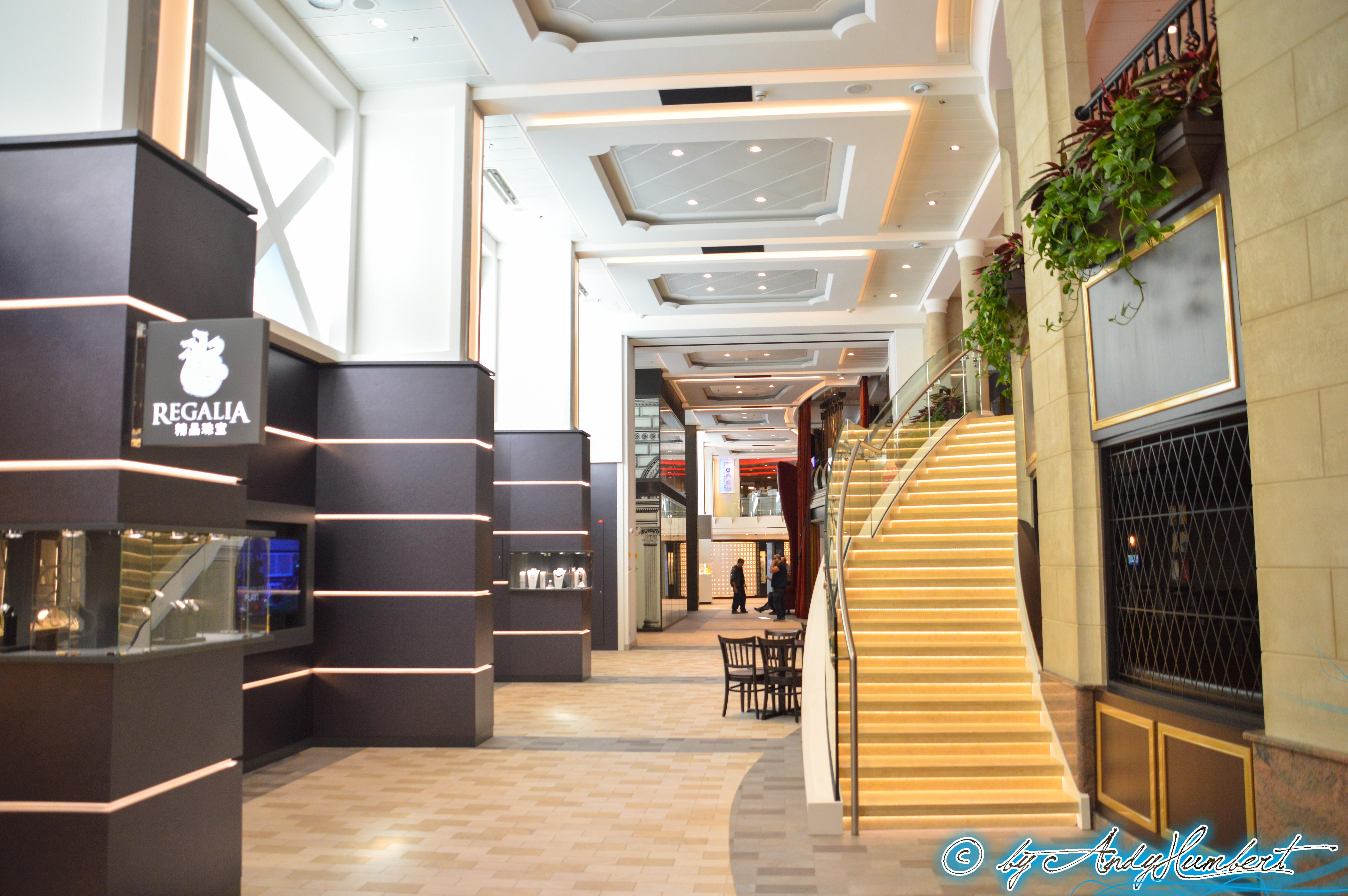 Les boutiques (pont SC_0361-1-border