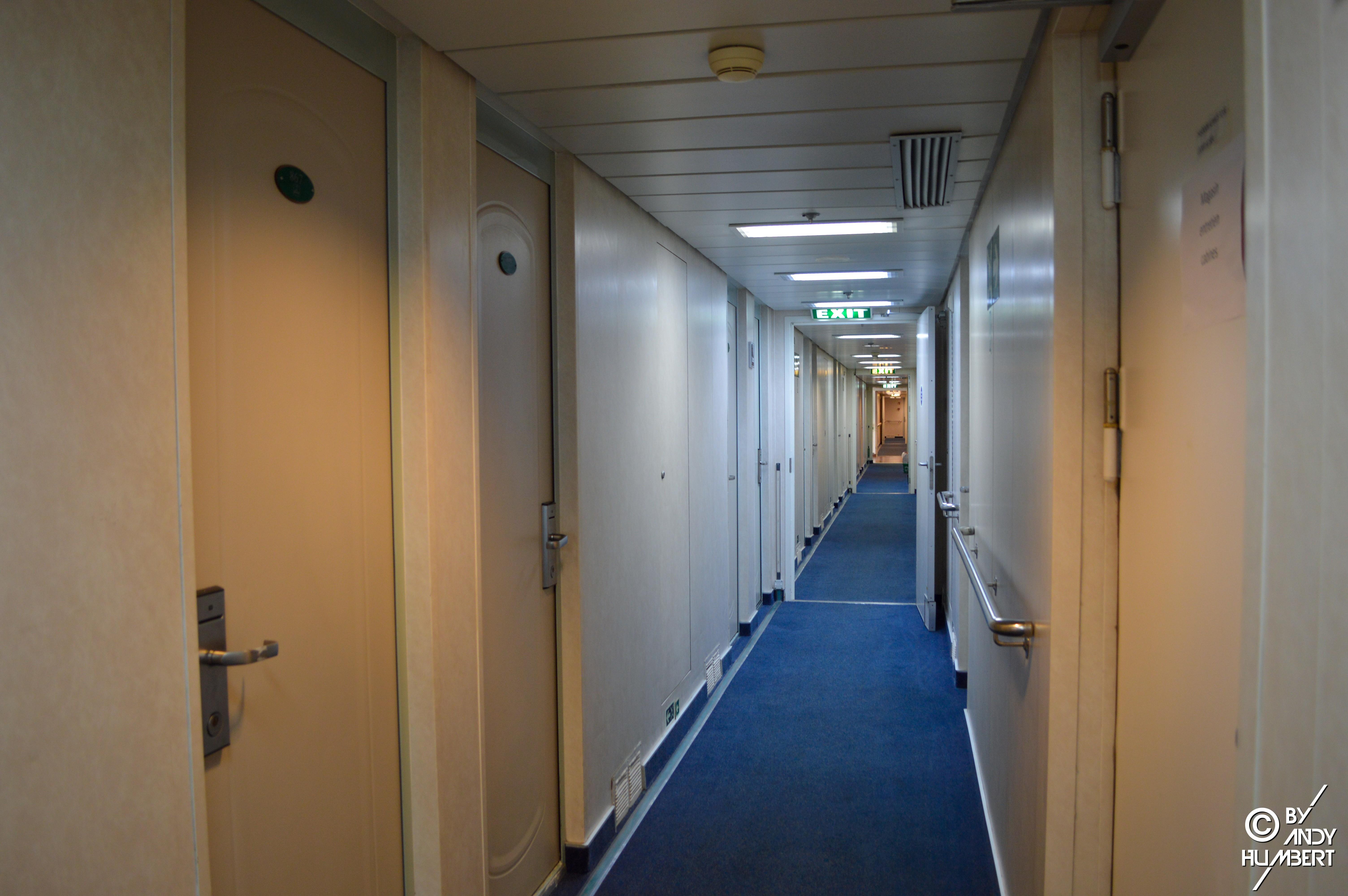 Coursives cabines (pont 8)
