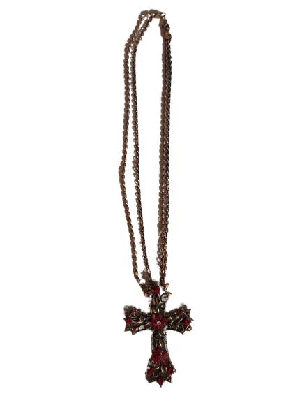 Croix et sa chaîne.
