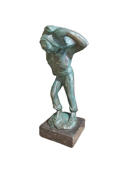 """""""Norga Herman"""" sculpture en bronze à patine verte."""