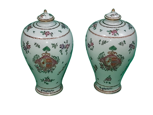 Samson : paire de vases aux armoiries.