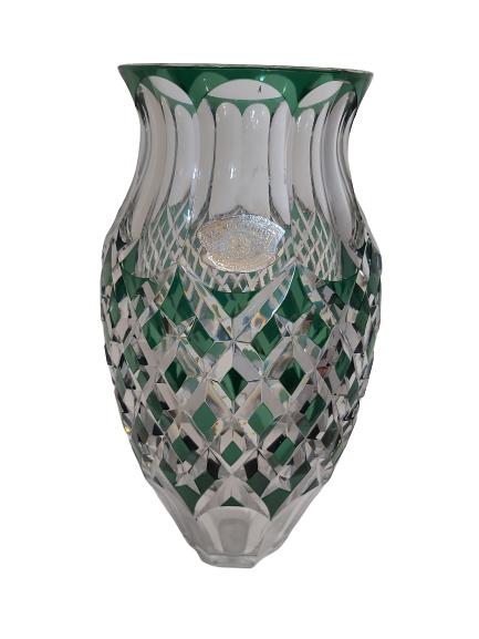 Vase en cristal doublé taillé vert val st-Lambert.