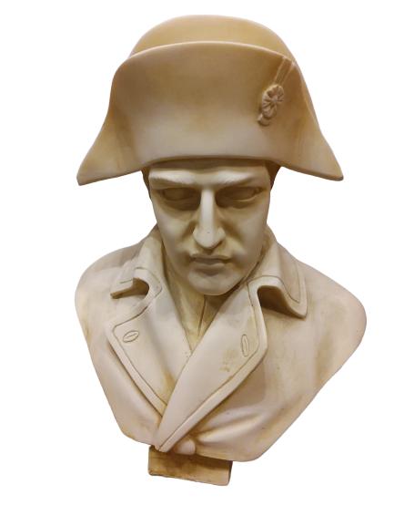 Petit buste de Napoléon en albâtre.