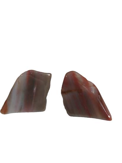 Boucles d'oreilles en pierre.
