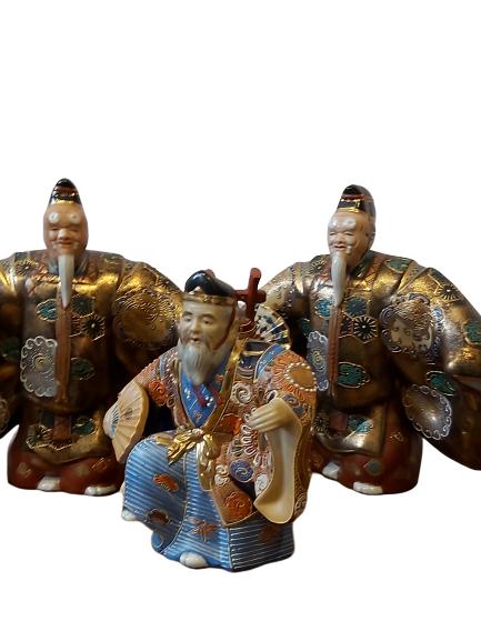 Lot de trois faïences japonaises.
