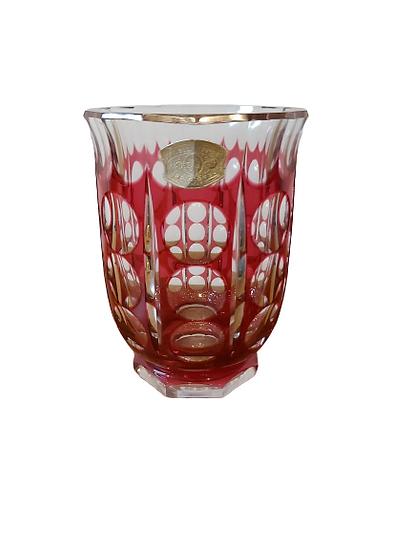 1 Vase val st-Lambert doublé taillé rouge.