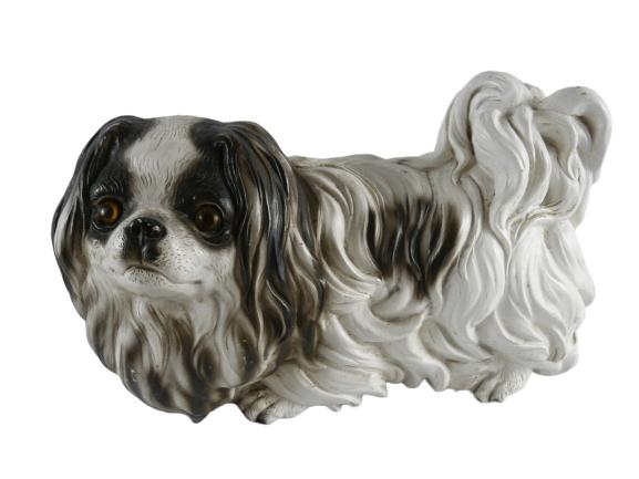 Petit chien en plâtre signé. L. LINOT