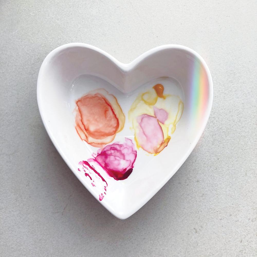 Piatto in ceramica con colori ad acquerello