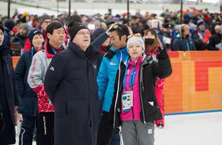 Dr. Thomas Bach and Sarah Lewis OBE OLY, picture: IOC/Flickr
