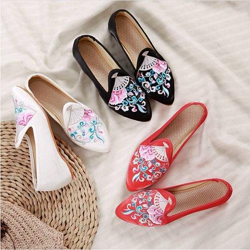 Elegant embroidered low heel shoes, non-slip, fan design