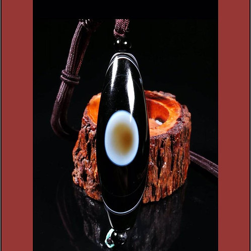 Natural Agate Sky Eye pendent with silk thread necklace