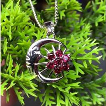 Handmade Natural Garnet Stone set in sterling silver (925S)