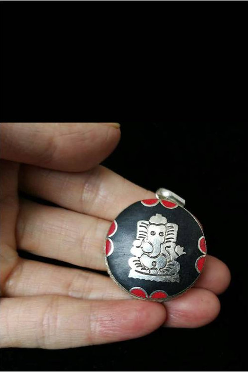 Handmade, old Tibetan pure silver, pendant or medicine box with Lucky Elephant