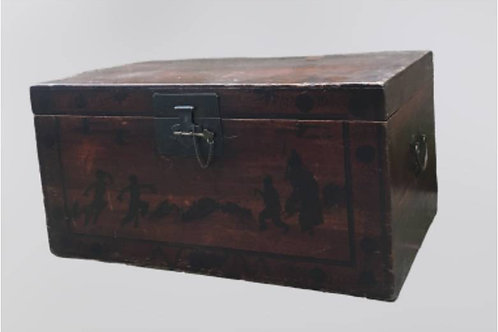 Antique wooden trunk, ideal as a coffee table