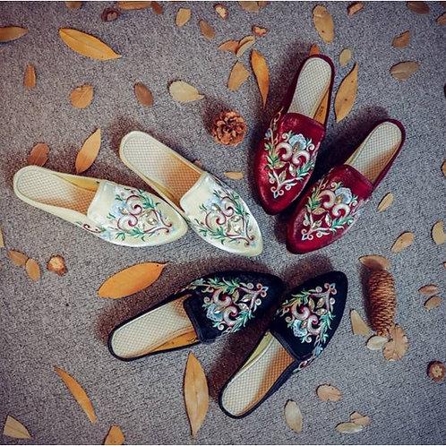 Velvet slippers, embroidered silk, regal design