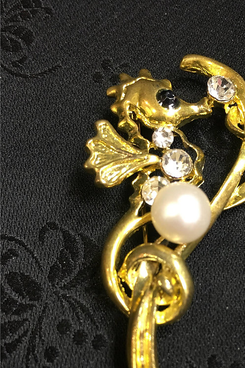 Goldplated Seahorse Brooch with natural saltwater pearl