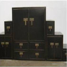 Beautiful 3-part set of cabinets, individual arrangement