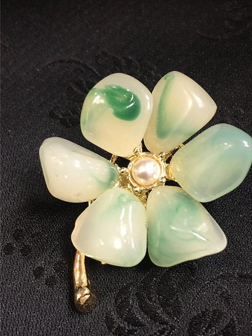Goldplated Brooch with natural saltwater pearl and green agate imitations