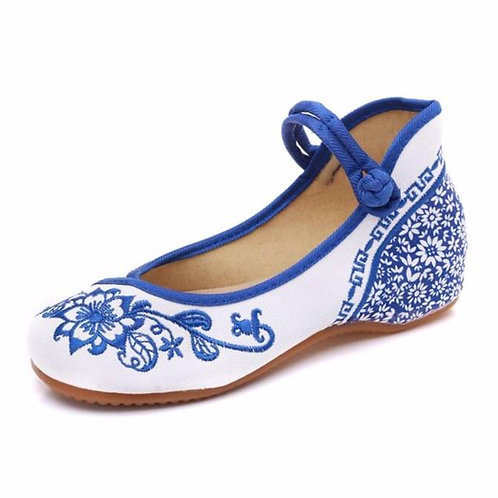Elegant embroidered, high-backed Mary jane shoe with flower design