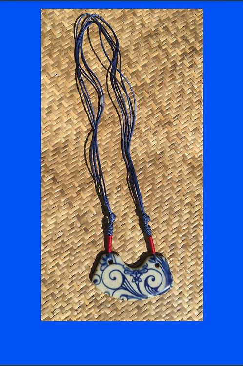 Porcelain necklace with flower motif