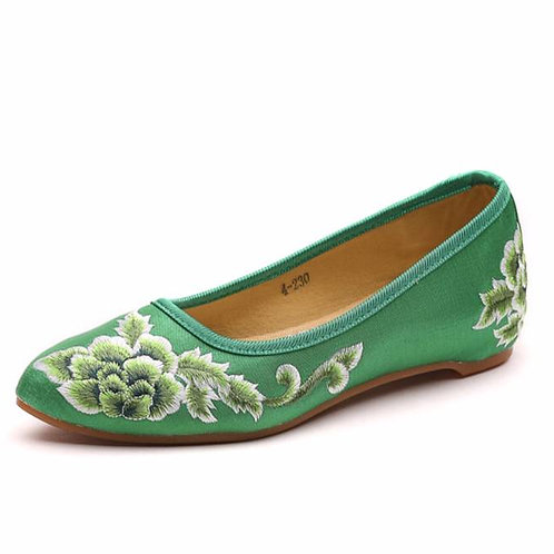 Elegant embroidered slip on shoe with low heel and lotus design