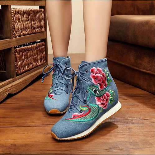 Elegant embroidered boots, with inner heel and eye / flower design