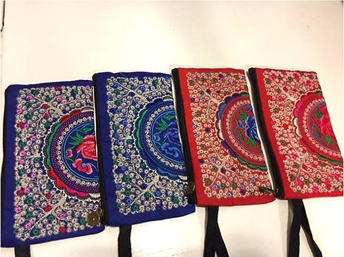 Embroidered cotton bags adorned with small flowers and large motif - var