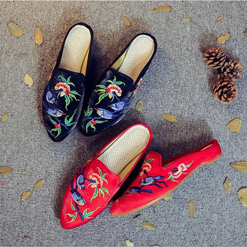 Elegant embroidered slip on shoe with low heel and bluebird design